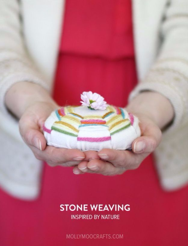 DIY Ideas With Yarn and Best Yarn Crafts - Stone Weaving Craft - Wall Hangings, Easy Dream Catchers, Crochet Ideas for Teens, Adults and Kids - Knitting , No Sew and Weaving Projects Make Awesome Wall Art and Home Decor on A Budget