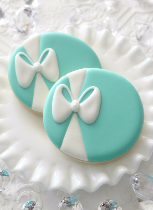 Cool Cookie Decorating Ideas - Tiffany Blue Icing - Easy Ways To Decorate Cute, Adorable Cookies - Quick Recipes and Simple Decorating Tips With Icing, Candy, Chocolate, Buttercream Frosting and Fruit - Best Party Trays and Cookie Arrangements http://diyjoy.com/cookie-decorating-ideas