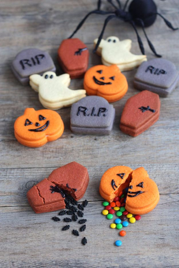 Cute Halloween Cookies - Trick-Or-Treat Cookies for Halloween - Easy Recipes and Cookie Tutorials for Making Quick Halloween Treats - Spooky DIY Decorated Ghosts, Pumpkins, Bats, No Bake, Spiders and Spiderwebs, Tombstones and Healthy Options, Kids and Teens Cookies for School http://diyjoy.com/halloween-cookies-ideas