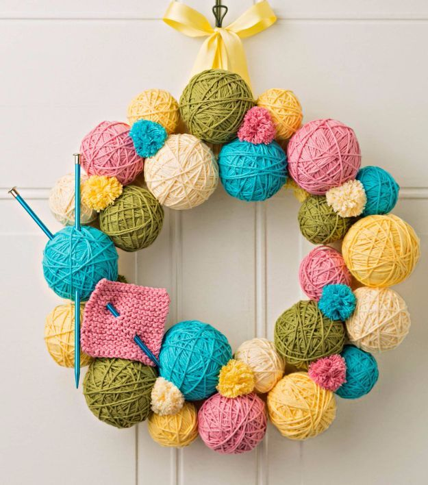 DIY Ideas With Yarn and Best Yarn Crafts - Yarn Ball Wreath - Wall Hangings, Easy Dream Catchers, Crochet Ideas for Teens, Adults and Kids - Knitting , No Sew and Weaving Projects Make Awesome Wall Art and Home Decor on A Budget