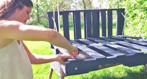 Easy-To-Make Wood Swing Can Be Yours With Just 4 Simple Materials