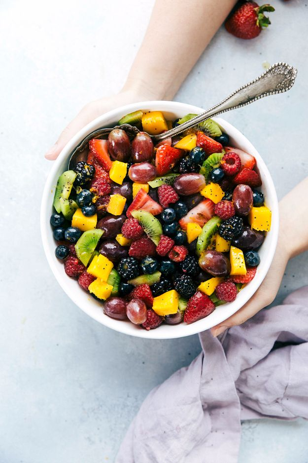 Best Thanksgiving Side Dishes - Best Ever Fruit Salad - Easy Make Ahead and Crockpot Versions of the Best Thanksgiving Recipes #thanksgiving #recipes