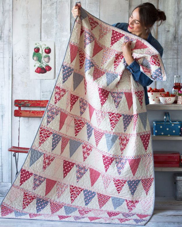 Best Quilts to Make This Weekend - Candy Bloom Quilt - Free Quilt Patterns and Quilting Tutorials - Quilting for Beginners and Sewing Ideas - DIY Baby Quilts, Printables, New and Easy Modern Quilts, Jelly Roll, Quilt Squares, Fat Quarters and Scrap Ideas #diy #quilting #sewing