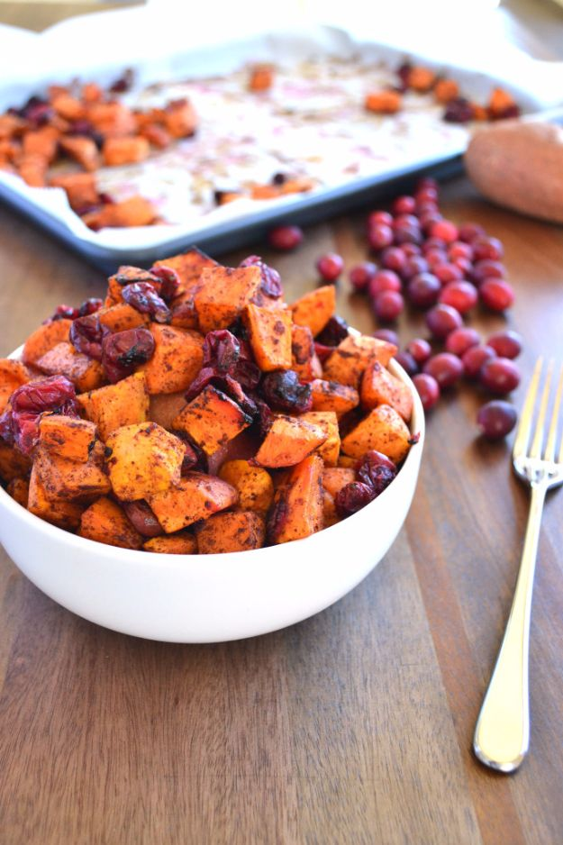 Best Thanksgiving Side Dishes - Cinnamon Roasted Sweet Potatoes & Cranberries - Easy Make Ahead and Crockpot Versions of the Best Thanksgiving Recipes #thanksgiving #recipes