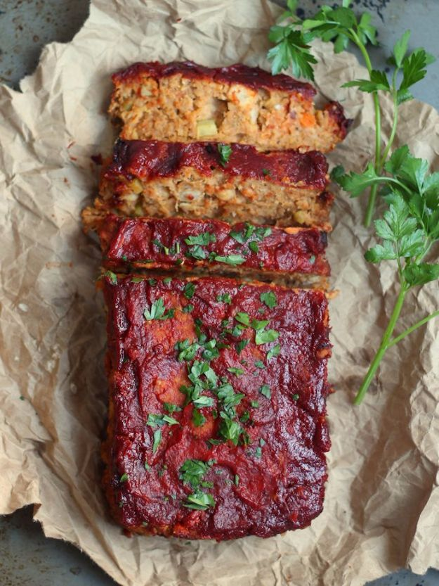 Healthy Thanksgiving Recipes - Classic Chickpea Vegan Meatloaf - Low fat Versions of Your Favorite Holiday Recipe for Turkey, Stuffing, Gravy, Pie and Desserts, Appetizers, Vegetables and Side Dishes like Spinach, Broccoli, Cranberries, Mashed Potatoes, Sweet Potatoes and Green Beans - Easy and Quick Last Minute Thanksgiving Recipes for Low Carb, Low Fat and Clean Eating Diets http://diyjoy.com/healthy-thanksgiving-recipes