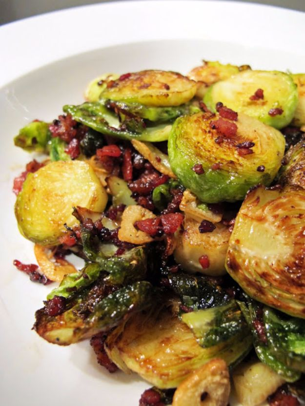 Best Thanksgiving Side Dishes - Crispy Brussel Sprouts with Bacon and Garlic - Easy Make Ahead and Crockpot Versions of the Best Thanksgiving Recipes #thanksgiving #recipes