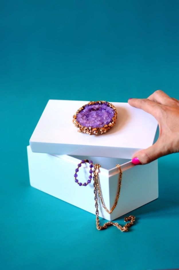 DIY Jewelry Ideas - Crystal-Topped Jewelry Box - How To Make the Coolest Jewelry Ideas For Kids and Teens - Homemade Wooden and Plastic Jewelry Box Plans - Easy Cardboard Gift Ideas - Cheap Wall Makeover and Organizer Projects With Drawers Men http://diyjoy.com/diy-jewelry-boxes-storage
