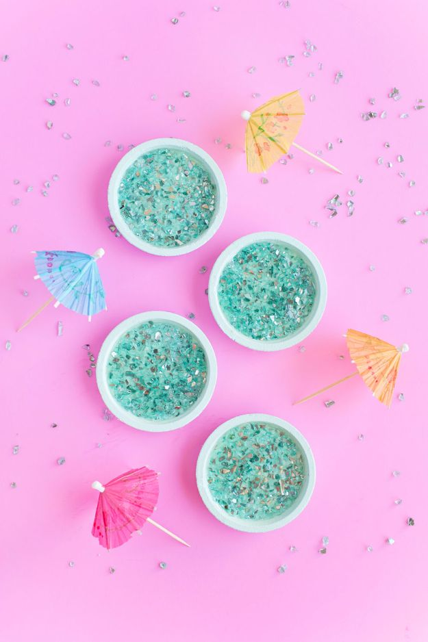 Last Minute Christmas Gifts - DIY Crushed Glass Coasters - Quick DIY Gift Ideas and Easy Christmas Presents To Make for Mom, Dad, Family and Friends - Dollar Store Crafts and Cheap Homemade Gifts