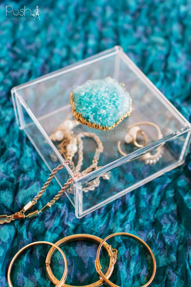 DIY Jewelry Ideas - DIY Crystal Geode Jewelry Box - How To Make the Coolest Jewelry Ideas For Kids and Teens - Homemade Wooden and Plastic Jewelry Box Plans - Easy Cardboard Gift Ideas - Cheap Wall Makeover and Organizer Projects With Drawers Men http://diyjoy.com/diy-jewelry-boxes-storage