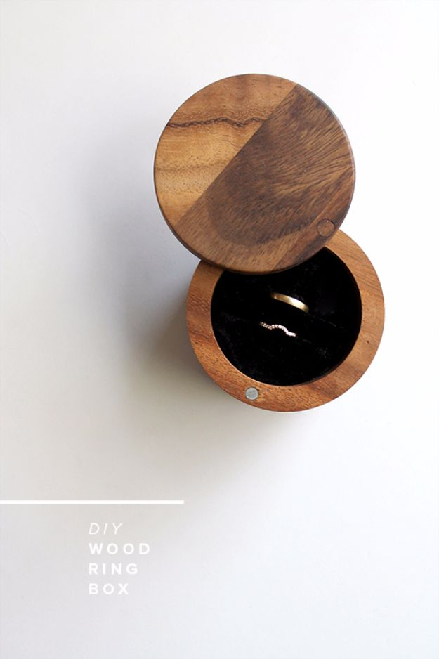DIY Jewelry Ideas - DIY Wood Ring Box - How To Make the Coolest Jewelry Ideas For Kids and Teens - Homemade Wooden and Plastic Jewelry Box Plans - Easy Cardboard Gift Ideas - Cheap Wall Makeover and Organizer Projects With Drawers Men http://diyjoy.com/diy-jewelry-boxes-storage