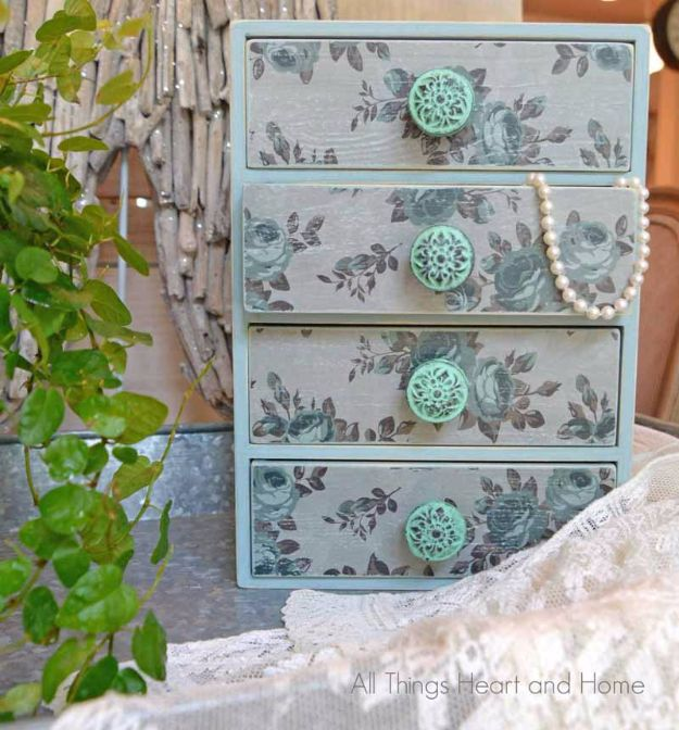 DIY Jewelry Ideas - Easy Jewelry Box - How To Make the Coolest Jewelry Ideas For Kids and Teens - Homemade Wooden and Plastic Jewelry Box Plans - Easy Cardboard Gift Ideas - Cheap Wall Makeover and Organizer Projects With Drawers Men http://diyjoy.com/diy-jewelry-boxes-storage