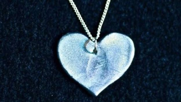 Cool Gifts to Make For Mom - Fingerprint Heart - DIY Gift Ideas and Christmas Presents for Your Mother, Mother-In-Law, Grandma, Stepmom - Creative , Holiday Crafts and Cheap DIY Gifts for The Holidays - Thoughtful Homemade Spa Day Gifts, Creative Wall Art, Special Ideas for Her - Easy Xmas Gifts to Make With Step by Step Tutorials and Instructions #diygifts #mom
