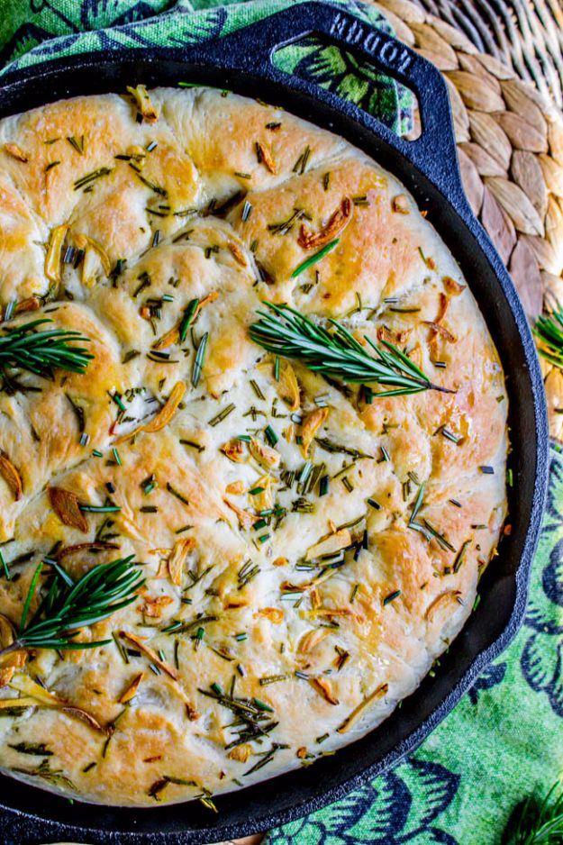 Healthy Thanksgiving Recipes - Garlic and Rosemary Skillet Bread - Low fat Versions of Your Favorite Holiday Recipe for Turkey, Stuffing, Gravy, Pie and Desserts, Appetizers, Vegetables and Side Dishes like Spinach, Broccoli, Cranberries, Mashed Potatoes, Sweet Potatoes and Green Beans - Easy and Quick Last Minute Thanksgiving Recipes for Low Carb, Low Fat and Clean Eating Diet