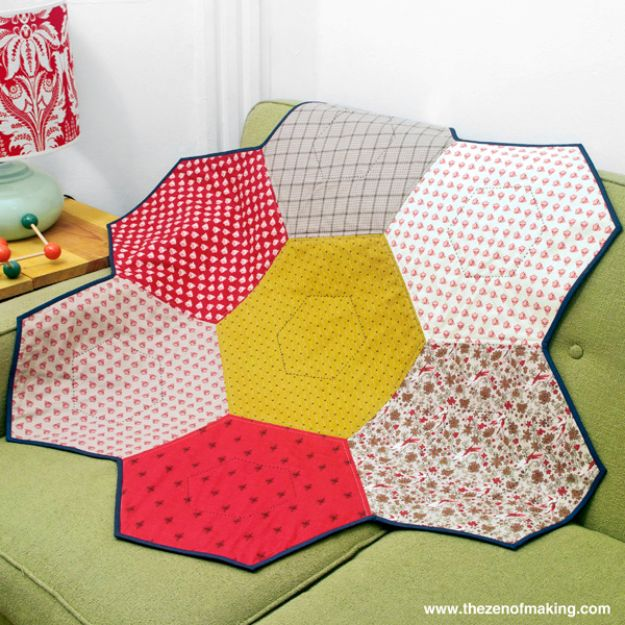 Best Quilts to Make This Weekend - Giant Hexie Flower Lap Quilt - Free Quilt Patterns and Quilting Tutorials - Quilting for Beginners and Sewing Ideas - DIY Baby Quilts, Printables, New and Easy Modern Quilts, Jelly Roll, Quilt Squares, Fat Quarters and Scrap Ideas #diy #quilting #sewing