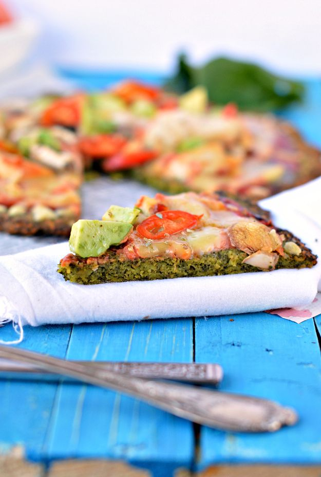 Healthy Thanksgiving Recipes - Kale Pizza Crust - Low fat Versions of Your Favorite Holiday Recipe for Turkey, Stuffing, Gravy, Pie and Desserts, Appetizers, Vegetables and Side Dishes like Spinach, Broccoli, Cranberries, Mashed Potatoes, Sweet Potatoes and Green Beans - Easy and Quick Last Minute Thanksgiving Recipes for Low Carb, Low Fat and Clean Eating Diets http://diyjoy.com/healthy-thanksgiving-recipes