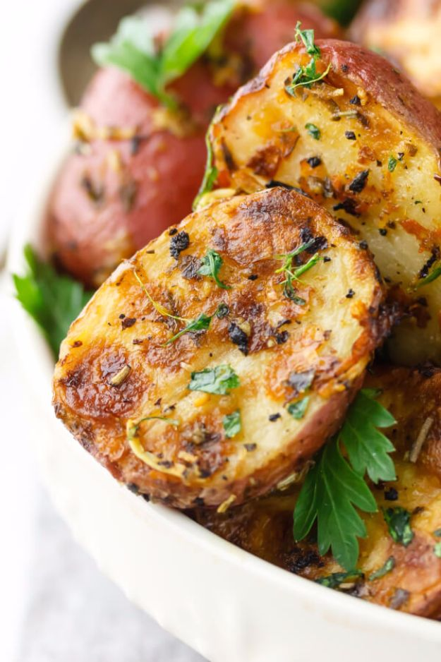 Healthy Thanksgiving Recipes - Lemon Parmesan Garlic Roasted Potatoes - Low fat Versions of Your Favorite Holiday Recipe for Turkey, Stuffing, Gravy, Pie and Desserts, Appetizers, Vegetables and Side Dishes like Spinach, Broccoli, Cranberries, Mashed Potatoes, Sweet Potatoes and Green Beans - Easy and Quick Last Minute Thanksgiving Recipes for Low Carb, Low Fat and Clean Eating Diet