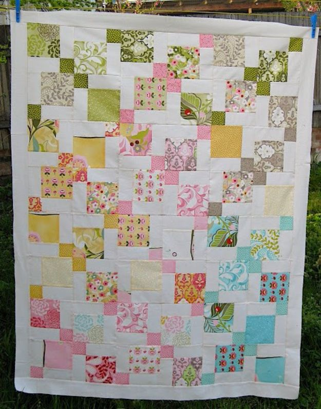 Best Quilts to Make This Weekend - Moda Hunky Dory Charm Pack Quilt - Free Quilt Patterns and Quilting Tutorials - Quilting for Beginners and Sewing Ideas - DIY Baby Quilts, Printables, New and Easy Modern Quilts, Jelly Roll, Quilt Squares, Fat Quarters and Scrap Ideas #diy #quilting #sewing