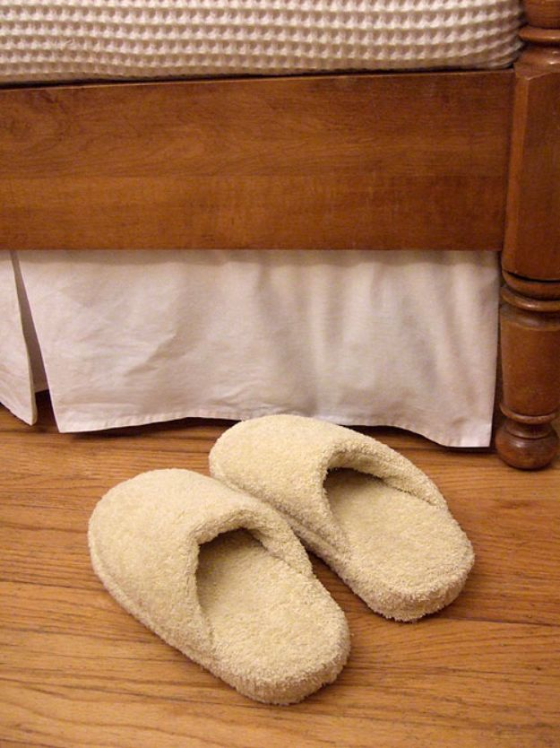 DIY Ideas With Old Towels - Old Flip Flops Bath Towel Slipppers - Cool Crafts To Make With An Old Towel - Cheap Do It Yourself Gifts and Home Decor on A Budget - Creative But Cheap Ideas for Decorating Your House and Room - Upcycle Those Towels Instead of Throwing Them Away! http://diyjoy.com/diy-ideas-old-towels