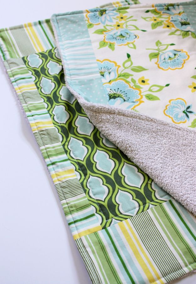 DIY Ideas With Old Towels - Old Towels Dish Mat - Cool Crafts To Make With An Old Towel - Cheap Do It Yourself Gifts and Home Decor on A Budget - Creative But Cheap Ideas for Decorating Your House and Room - Upcycle Those Towels Instead of Throwing Them Away! http://diyjoy.com/diy-ideas-old-towels