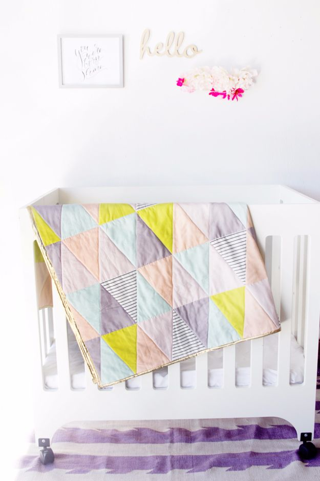 Best Quilts to Make This Weekend - One Hour Triangle Quilt - Free Quilt Patterns and Quilting Tutorials - Quilting for Beginners and Sewing Ideas - DIY Baby Quilts, Printables, New and Easy Modern Quilts, Jelly Roll, Quilt Squares, Fat Quarters and Scrap Ideas #diy #quilting #sewing