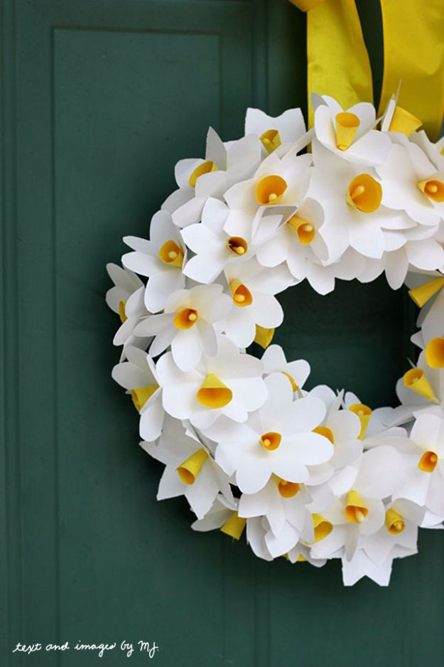 DIY Paper Flowers - Paper Daffodil Wreath - How To Make A Paper Flower - Large Wedding Backdrop for Wall Decor - Easy Tissue Paper Flower Tutorial for Kids - Giant Projects for Photo Backdrops - Daisy, Roses, Bouquets, Centerpieces - Cricut Template and Step by Step Tutorial #diyideas #paperflowers