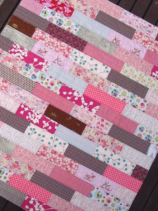 Best Quilts to Make This Weekend - Pretty In Pink Quilt - Free Quilt Patterns and Quilting Tutorials - Quilting for Beginners and Sewing Ideas - DIY Baby Quilts, Printables, New and Easy Modern Quilts, Jelly Roll, Quilt Squares, Fat Quarters and Scrap Ideas #diy #quilting #sewing