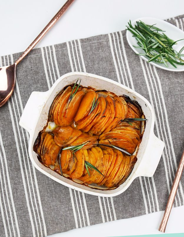 Healthy Thanksgiving Recipes - Roasted Hasselback Sweet Potatoes - Low fat Versions of Your Favorite Holiday Recipe for Turkey, Stuffing, Gravy, Pie and Desserts, Appetizers, Vegetables and Side Dishes like Spinach, Broccoli, Cranberries, Mashed Potatoes, Sweet Potatoes and Green Beans - Easy and Quick Last Minute Thanksgiving Recipes for Low Carb, Low Fat and Clean Eating Diets http://diyjoy.com/healthy-thanksgiving-recipes