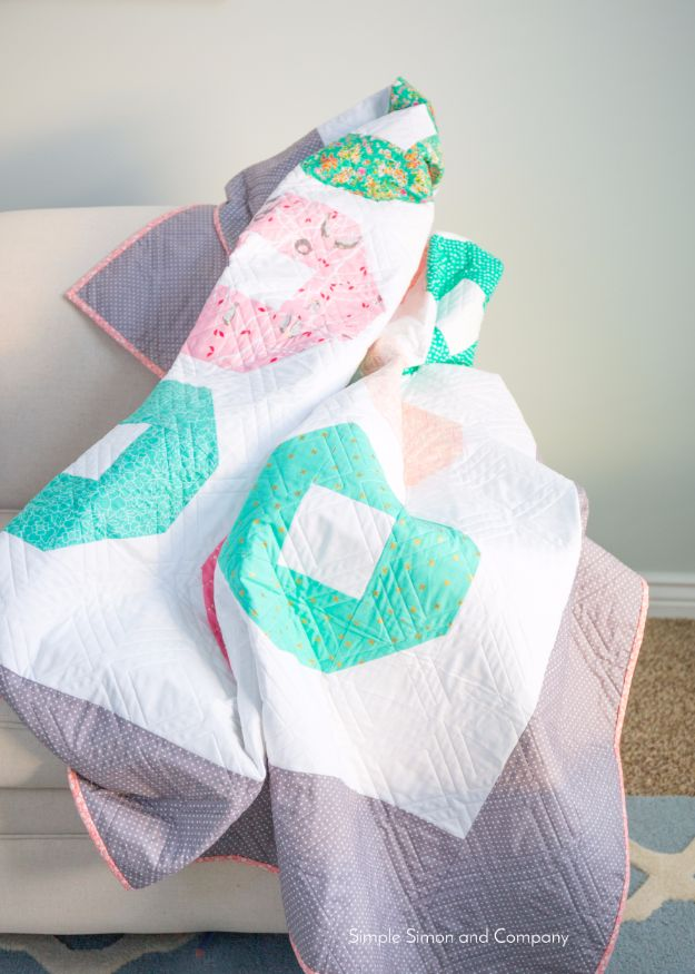 Best Quilts to Make This Weekend - Shoo-Fly Quilt - Free Quilt Patterns and Quilting Tutorials - Quilting for Beginners and Sewing Ideas - DIY Baby Quilts, Printables, New and Easy Modern Quilts, Jelly Roll, Quilt Squares, Fat Quarters and Scrap Ideas #diy #quilting #sewing