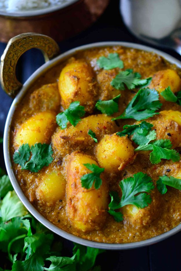 Potato Recipes - Spicy Vegan Potato Curry - Easy, Quick and Healthy Potato Recipes - How To Make Roasted, In Oven, Fried, Mashed and Red Potatoes - Easy Potato Side Dishes and Soup Recipe Ideas for Dinner, Breakfast, Lunch, Appetizer and Snack http://diyjoy.com/potato-recipes
