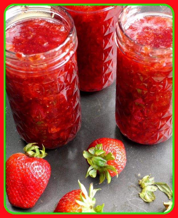 Best Jam and Jelly Recipes - Strawberry Jam & Pepper Jelly - Homemade Recipe Ideas For Canning - Easy and Unique Jams and Jellies Made With Strawberry, Raspberry, Blackberry, Peach and Fruit - Healthy, Sugar Free, No Pectin, Small Batch, Savory and Freezer Recipes http://diyjoy.com/jam-jelly-recipes