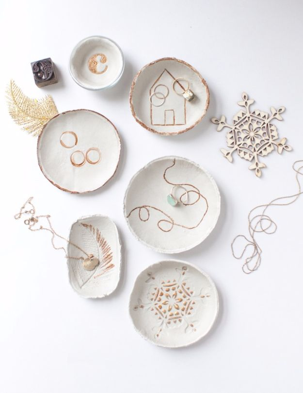 Last Minute Christmas Gifts - Transformed Imprinted Clay Bowls - Quick DIY Gift Ideas and Easy Christmas Presents To Make for Mom, Dad, Family and Friends - Dollar Store Crafts and Cheap Homemade Gifts, Mason Jar Ideas for Gifts in A Jar, Cute and Creative Things To Make In A Hurry http://diyjoy.com/last-minute-gift-ideas-christmas