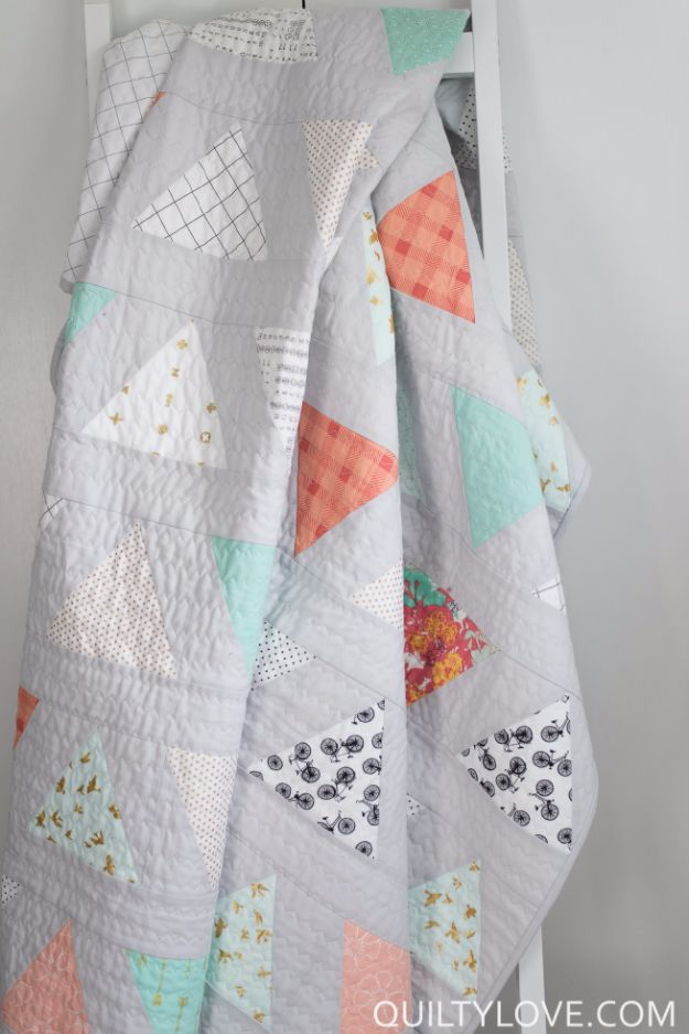 Best Quilts to Make This Weekend - Twin Size Triangle Pop Quilt - Free Quilt Patterns and Quilting Tutorials - Quilting for Beginners and Sewing Ideas - DIY Baby Quilts, Printables, New and Easy Modern Quilts, Jelly Roll, Quilt Squares, Fat Quarters and Scrap Ideas #diy #quilting #sewing