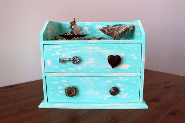 DIY Jewelry Ideas - Weathered Wooden Jewelry Box - How To Make the Coolest Jewelry Ideas For Kids and Teens - Homemade Wooden and Plastic Jewelry Box Plans - Easy Cardboard Gift Ideas - Cheap Wall Makeover and Organizer Projects With Drawers Men http://diyjoy.com/diy-jewelry-boxes-storage