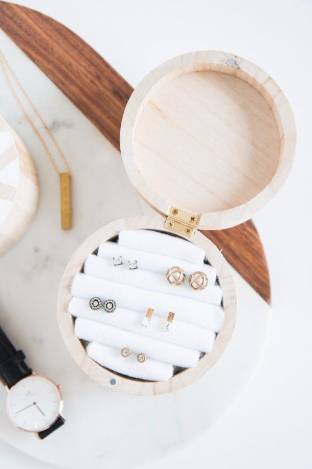 DIY Jewelry Ideas - Wooden Circle Jewelry Box - How To Make the Coolest Jewelry Ideas For Kids and Teens - Homemade Wooden and Plastic Jewelry Box Plans - Easy Cardboard Gift Ideas - Cheap Wall Makeover and Organizer Projects With Drawers Men http://diyjoy.com/diy-jewelry-boxes-storage