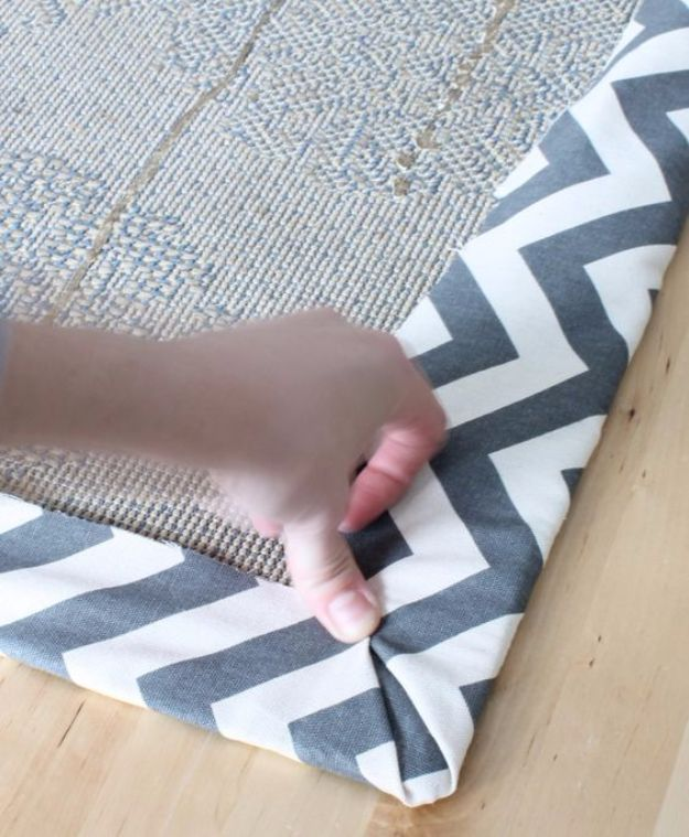 DIY Ideas With Carpet Scraps - Carpet Floor Cloth - Cool Crafts To Make With Old Carpet Remnants - Cheap Do It Yourself Gifts and Home Decor on A Budget - Creative But Cheap Ideas for Decorating Your House and Room - Painted, No Sew and Creative Arts and Craft Projects http://diyjoy.com/diy-ideas-carpet-scraps