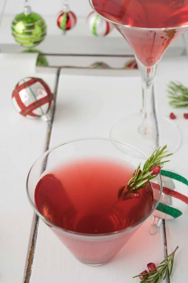 Best Drink Recipes for New Years Eve - Christmas Cosmopolitan - Creative Cocktails, Drinks, Champagne Toasts, and Punch Mixes for A New Year's Eve Party - Ideas for Serving, Glasses, Fun Ideas for Shots and Cocktails - Easy Vodka Recipes, Non Alcoholic, Whisky Rum and Party Punches #newyearseve