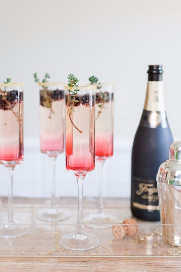 Best Drink Recipes for New Years Eve - Classic Party Punch - Creative Cocktails, Drinks, Champagne Toasts, and Punch Mixes for A New Year's Eve Party - Ideas for Serving, Glasses, Fun Ideas for Shots and Cocktails - Easy Vodka Recipes, Non Alcoholic, Whisky Rum and Party Punches #newyearseve