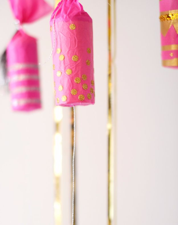 New Years Eve Decor Ideas - Confetti Poppers - DIY New Year's Eve Decorations - Cheap Ideas for Banners, Balloons, Party Tables, Centerpieces and Festive Streamers and Lights - Cool Placecards, Photo Backdrops, Party Hats, Party Horns and Champagne Glasses - Cute Invitations, Games and Free Printables #diy #newyearseve #parties