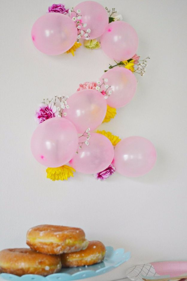 Balloon Crafts - DIY Balloon Flower Numbers - Fun Balloon Craft Ideas, Wall Art Projects and Cute Ballon Decor - DIY Balloon Ideas for Toddlers, Preschool Kids, Teens and Adults - Cheap Crafts Made With Balloons - Pumpkins, Bowls, Marshmallow Shooters, Balls, Glow Stick, Hot Air, Stress Ball http://diyjoy.com/balloon-crafts