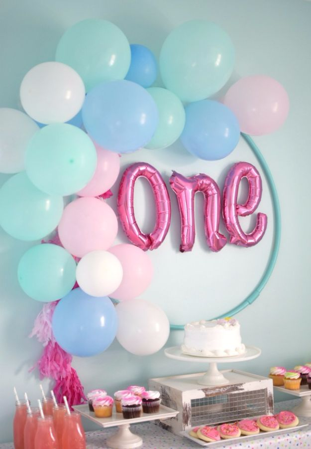 Balloon Crafts - DIY Hula Hoop Balloon Wreath - Fun Balloon Craft Ideas, Wall Art Projects and Cute Ballon Decor - DIY Balloon Ideas for Toddlers, Preschool Kids, Teens and Adults - Cheap Crafts Made With Balloons - Pumpkins, Bowls, Marshmallow Shooters, Balls, Glow Stick, Hot Air, Stress Ball http://diyjoy.com/balloon-crafts