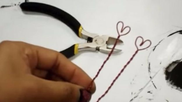 DIY Valentines Day Gifts for Him - DIY Lightbulb Valentine - Cool and Easy Things To Make for Your Husband, Boyfriend, Fiance - Creative and Cheap Do It Yourself Projects to Give Your Man - Ideas Guys Love These Ideas for Car, Yard, Home and Garage - Make, Don't Buy Your Valentine http://diyjoy.com/diy-valentines-gifts-him