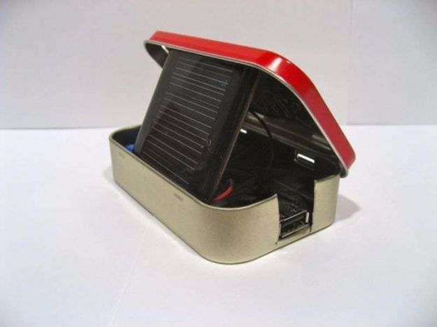 35 cool diy gadgets you can make to impress your friends diy gadgets diy solar powered usb charger homemade gadget ideas and projects for solutioingenieria Images