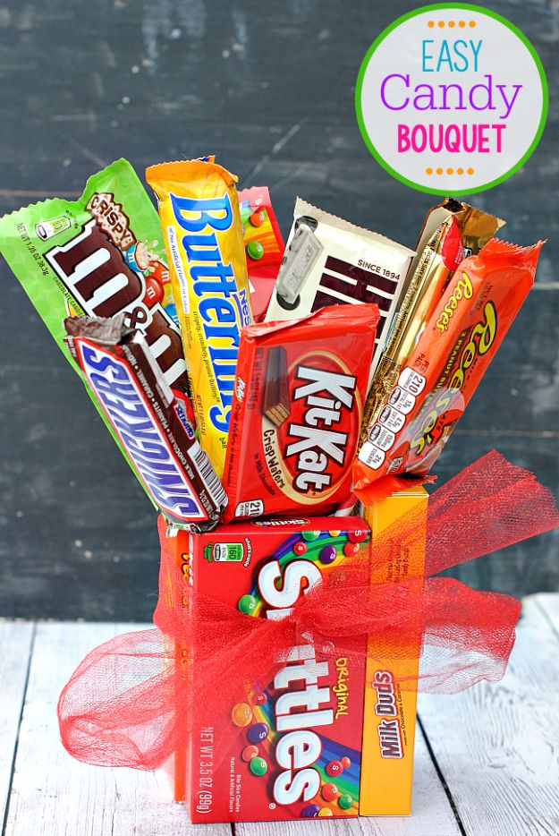 DIY Valentines Day Gifts for Her - Easy Candy Bar Bouquet - Cool and Easy Things To Make for Your Wife, Girlfriend, Fiance - Creative and Cheap Do It Yourself Projects to Give Your Girl - Ladies Love These Ideas for Bath, Yard, Home and Kitchen, Outdoors - Make, Don't Buy Your Valentine