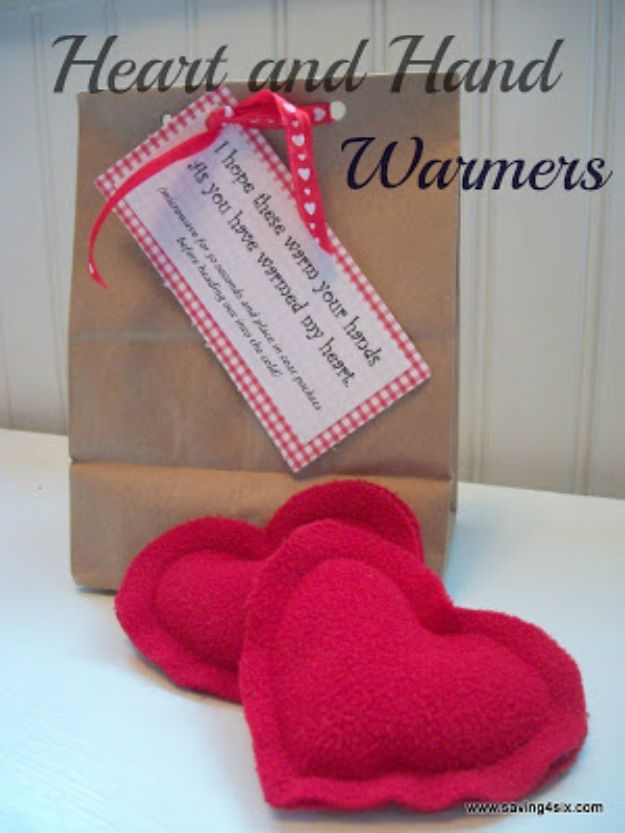 DIY Valentines Day Gifts for Her - Heart And Hand Warmers - Cool and Easy Things To Make for Your Wife, Girlfriend, Fiance - Creative and Cheap Do It Yourself Projects to Give Your Girl - Ladies Love These Ideas for Bath, Yard, Home and Kitchen, Outdoors - Make, Don't Buy Your Valentine http://diyjoy.com/diy-valentines-gifts-her
