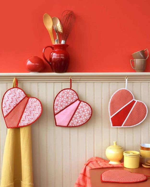 DIY Valentines Day Gifts for Her - Heart-Shaped Pot Holders - Cool and Easy Things To Make for Your Wife, Girlfriend, Fiance - Creative and Cheap Do It Yourself Projects to Give Your Girl - Ladies Love These Ideas for Bath, Yard, Home and Kitchen, Outdoors - Make, Don't Buy Your Valentine http://diyjoy.com/diy-valentines-gifts-her