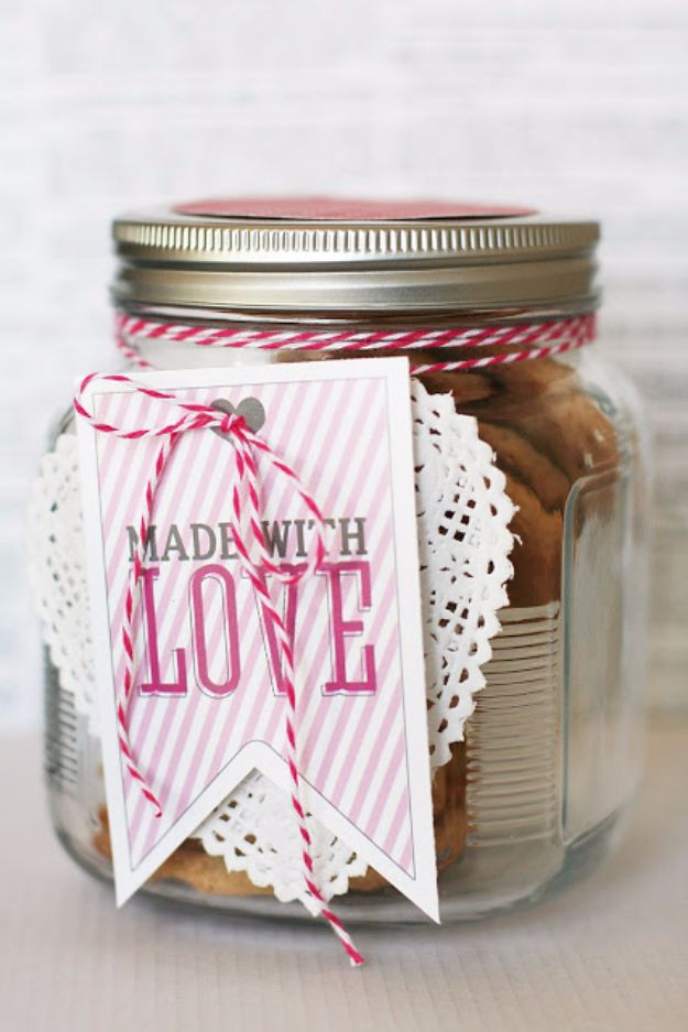 DIY Valentines Day Gifts for Her - Made With Love - Cool and Easy Things To Make for Your Wife, Girlfriend, Fiance - Creative and Cheap Do It Yourself Projects to Give Your Girl - Ladies Love These Ideas for Bath, Yard, Home and Kitchen, Outdoors - Make, Don't Buy Your Valentine http://diyjoy.com/diy-valentines-gifts-her