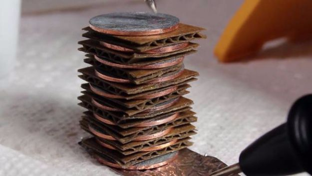 DIY Gadgets - Make a Battery with Spare Change - Homemade Gadget Ideas and Projects for Men, Women, Teens and Kids - Steampunk Inventions, How To Build Easy Electronics, Cool Spy Gear and Do It Yourself Tech Toys #gadgets #diy #stem #diytoys