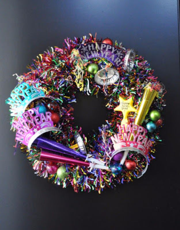New Years Eve Decor Ideas - New Years Eve Wreath - DIY New Year's Eve Decorations - Cheap Ideas for Banners, Balloons, Party Tables, Centerpieces and Festive Streamers and Lights - Cool Placecards, Photo Backdrops, Party Hats, Party Horns and Champagne Glasses - Cute Invitations, Games and Free Printables http://diyjoy.com/new-years-eve-decor-ideas