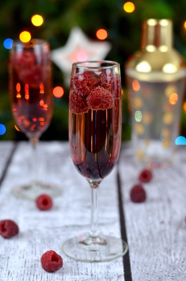 Best Drink Recipes for New Years Eve - Raspberry, Chambord & Champagne Cocktail - Creative Cocktails, Drinks, Champagne Toasts, and Punch Mixes for A New Year's Eve Party - Ideas for Serving, Glasses, Fun Ideas for Shots and Cocktails - Easy Vodka Recipes, Non Alcoholic, Whisky Rum and Party Punches #newyearseve