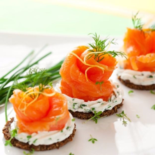 New Years Eve Party Recipes -Smoked Salmon Canapés With Cream Cheese - Best New Year Drinks, Cocktails, Appetizers and Party Foods for Your New Year's Eve Celebration - Quick Desserts, Snacks, Dips, Finger Foods, Cake and Champagne Toast Recipe Ideas - Fun and Easy Foods To Serve For A Crowd #newyears #recipes